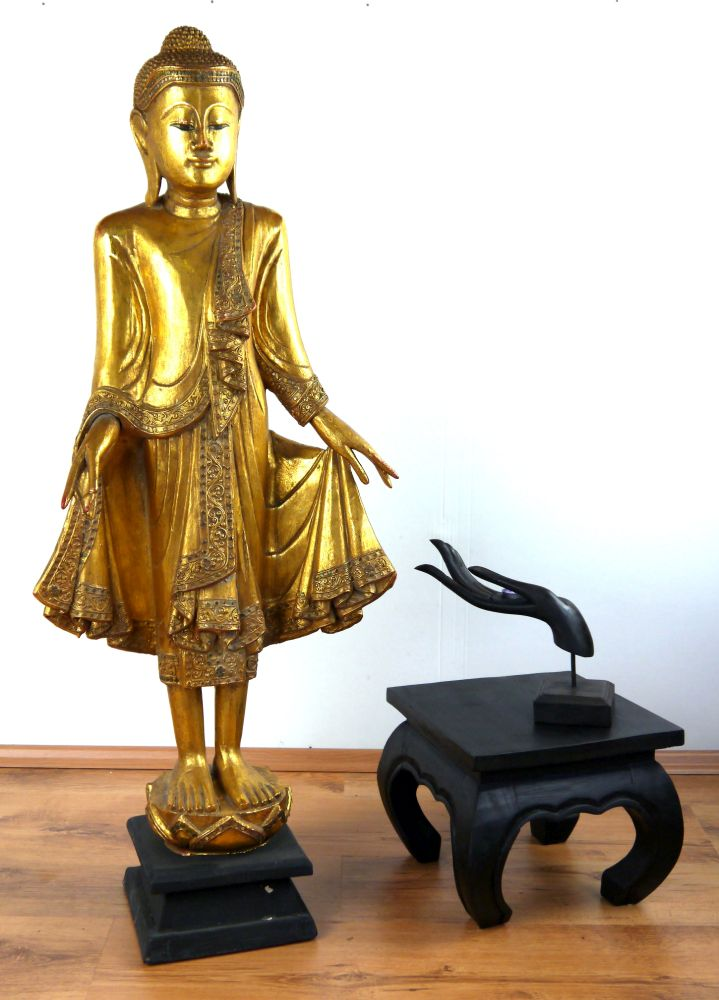 gro er thai buddha goldenes gewand handarbeit holzfigur deko asiatische skulptur ebay. Black Bedroom Furniture Sets. Home Design Ideas